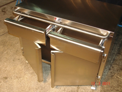 Stainless Steel Cabinets and Countertops / Tables